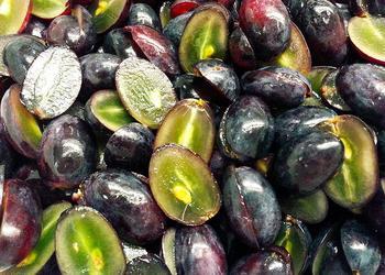 Weintrauben blau halbiert