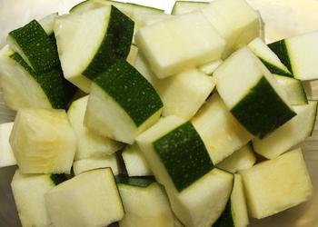 Zucchini Würfel