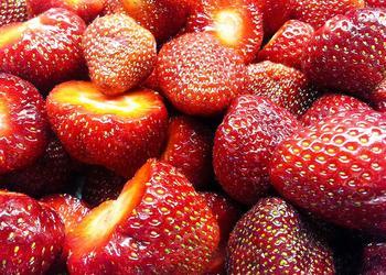 Erdbeeren ganz geputzt
