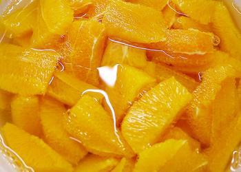 Orangen Segmente mit Sirup